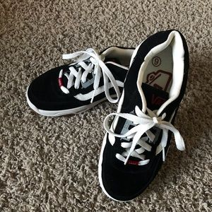 """Authentic Vans Skater Shoes """"CHASE"""" Size 6"""